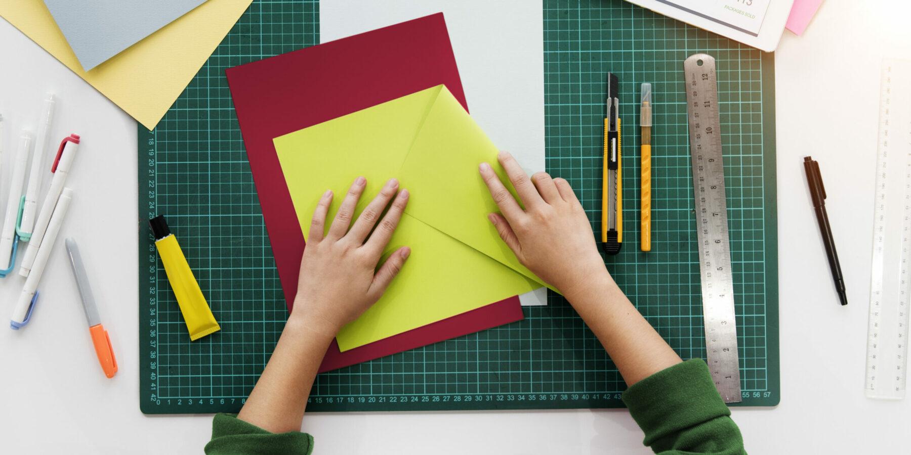 Piegare per spiegare: prodotti notevoli di carta