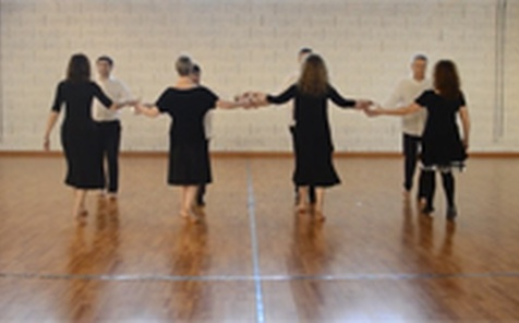 Galopede barn dance